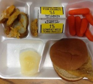 Another school lunch being served in the US (Photo Credit: www.thechive.com)