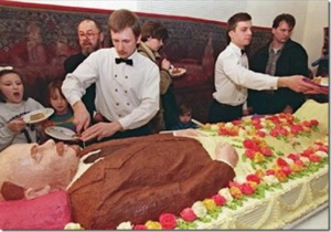 Is this a funeral cake? (Photo Credit: www.x-weird.blogspot.com)